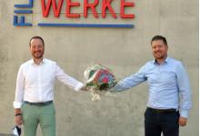 Oberbürgermeister Christoph Traub (links) ließ sich von Geschäftsführer Jan Meier die modernen Räumlichkeiten zeigen